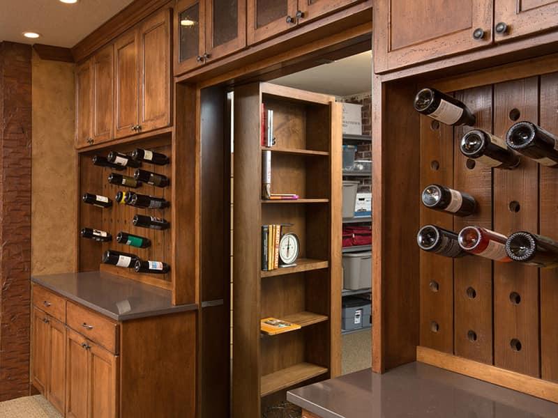 скрытая дверь шкаф