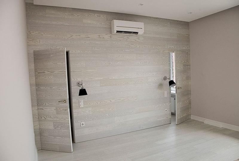Скрытая межкомнатная дверь придает стиль интерьеру